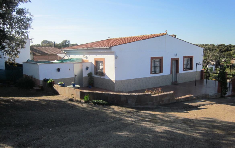 1020 OPC Fincas Rústicas SurOeste 1 1170x738 - Parcela de más de 3000m2 en Esparragalejo, con chalet y piscina