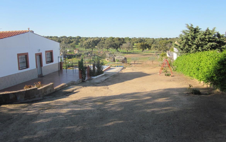1020 OPC Fincas Rústicas SurOeste 1170x738 - Parcela de más de 3000m2 en Esparragalejo, con chalet y piscina