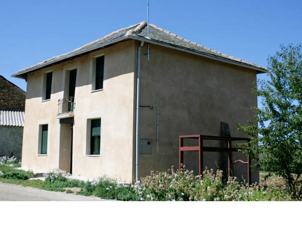 147 Casa rural 1 - Molino de piedra en los montes de León, gran edificio con vivienda, almacén y antiguo molino.
