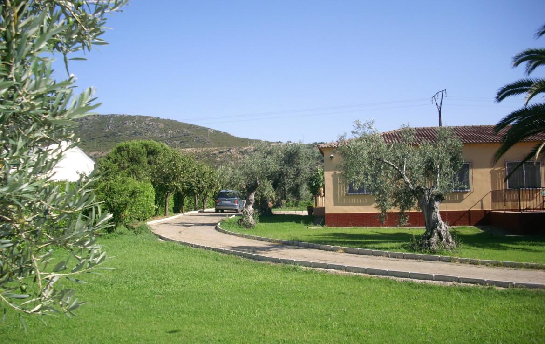 744 OPC Fincas Rústicas SurOeste 2 1170x738 - Chalet en parcela de 2.000 m2 en la falda de la Sierra de Arroyo, con vivienda amueblada de 130 m2 con 5 dormitorios