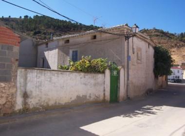 1033 OPU Fincas Rústicas SurOeste 380x280 - Casa de pueblo en aldea a 30 km de cuenca, 300 m2, cinco dormitorios