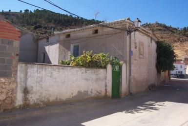 1033 OPU Fincas Rústicas SurOeste 385x258 - Casa de pueblo en aldea a 30 km de cuenca, 300 m2, cinco dormitorios