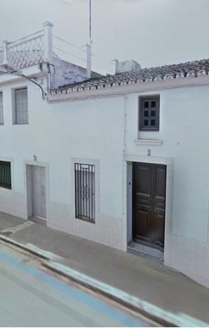 058 OPU Fincas Rústicas SurOeste 6 - Casa en Cristina (Badajoz), cuenta con 200 metros cuadrados, 8 habitaciones, baños, salón y terraza